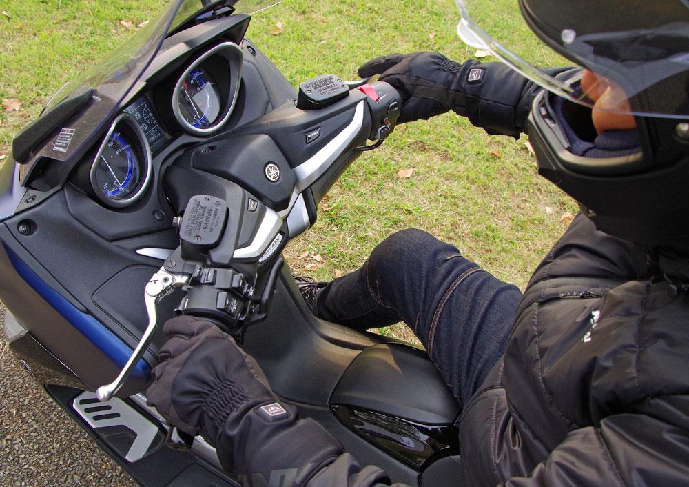 e483511952e80d 冬場はバイクに乗らない方も多いと思います。しかしアイテムやウェアを使いこなせば厳冬期のツーリングでも寒さに震えることなく楽しめますよ!